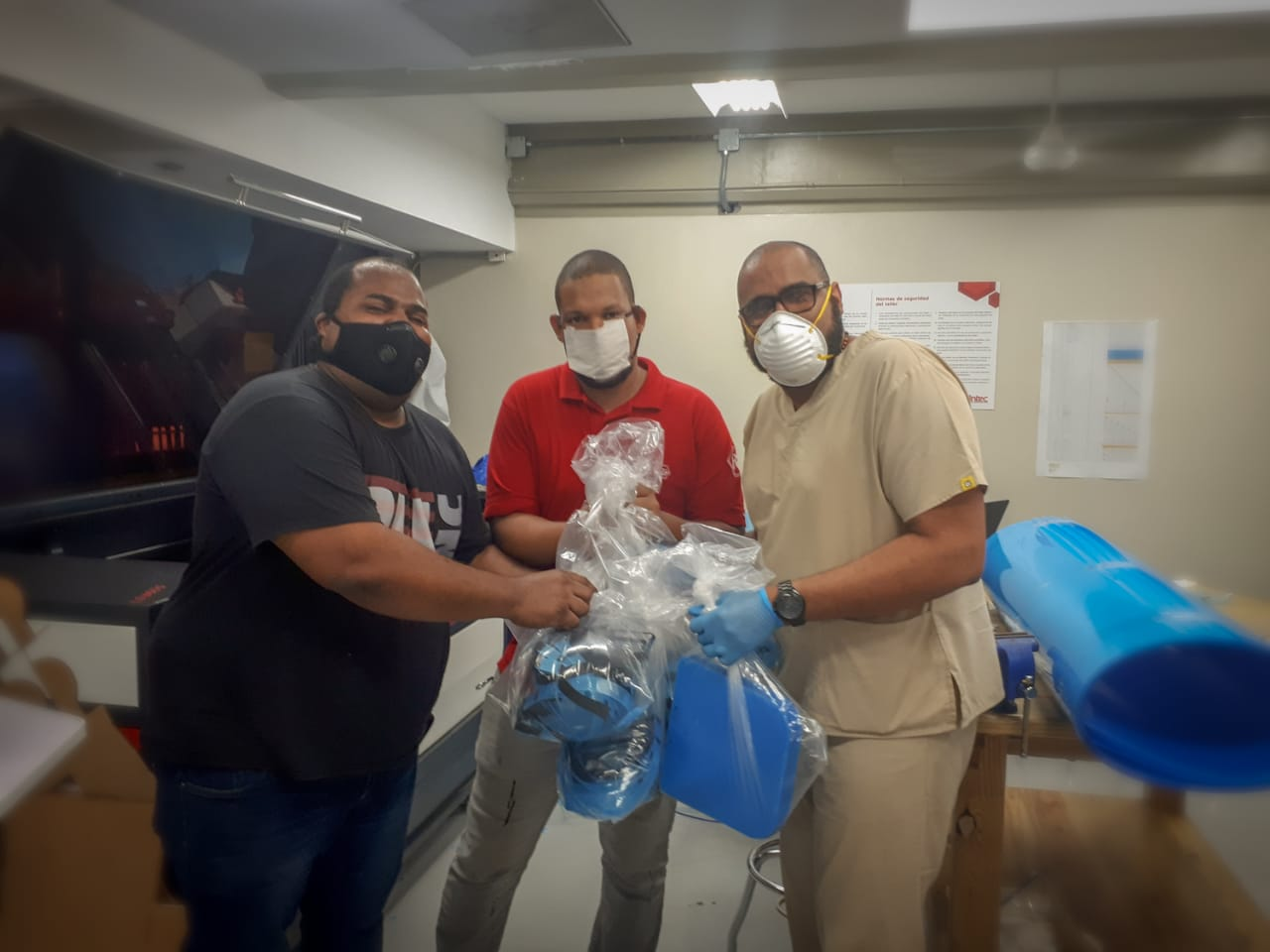 Delivery of 50 masks to the Darío Contreras Hospital min